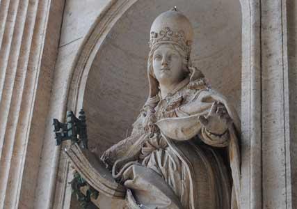 en-pope-joan-statue